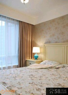 现代美式风格三居室客厅沙发背景墙设计图片