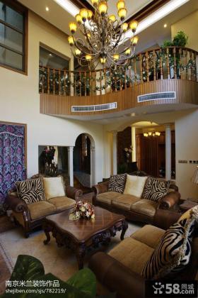 别墅挑高客厅沙发摆设效果图