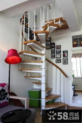 旋转楼梯家居装潢效果图