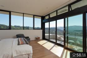 简约卧室带阳台装修效果图