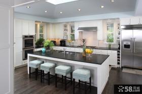 现代简约开放厨房装修效果图片