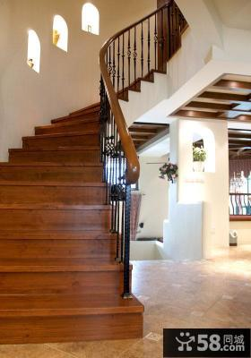 美式风格别墅实木楼梯装修效果图