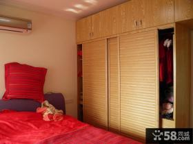现代风格婚房主卧室衣柜效果图
