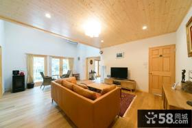 日式家装客厅木质吊顶装修图