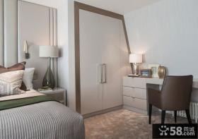 卧室不规则入墙式衣柜图片