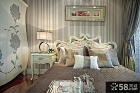 家居卧室床头装饰画图片