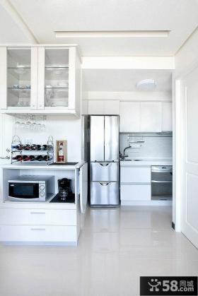 现代家居半开放式厨房设计效果图