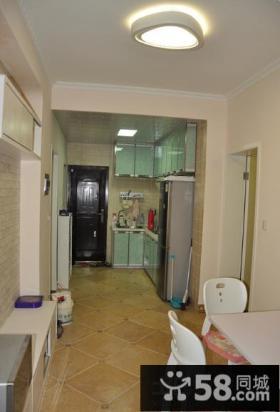 进门开放式整体厨房装修效果图