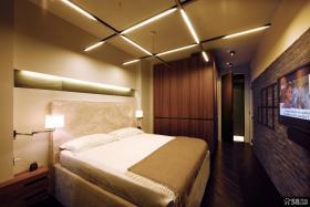 现代简约卧室实木衣柜装修效果图