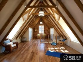 复式尖顶阁楼客厅木地板装修效果图