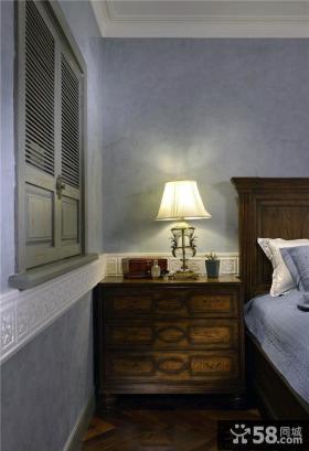 家居卧室实木床头柜灯具图片