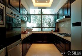 中式U型厨房橱柜装修效果图
