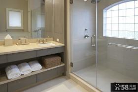 现代风格三居卫生间装修效果图