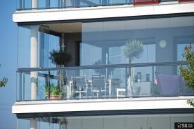 别墅无框阳台窗效果图