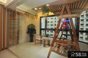 现代风格阳台玻璃隔断装修效果图