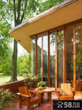 独栋别墅露天阳台户外休闲椅图片
