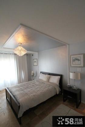 欧式卧室红色墙装修白色吊顶效果图