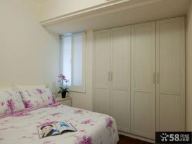 极简主义卧室入墙式衣柜图片
