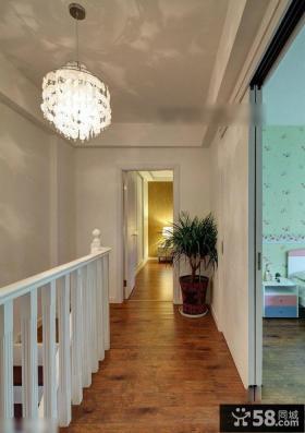 复式楼楼梯走廊水晶吊灯图片欣赏