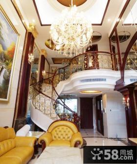美式别墅客厅旋转楼梯效果图欣赏