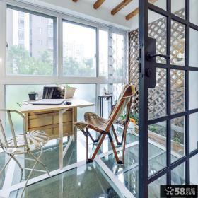 现代封闭式玻璃阳台装修