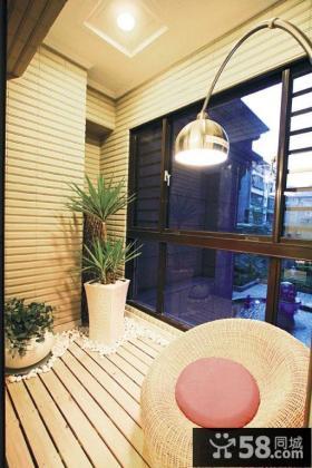 日式设计封闭式阳台图片