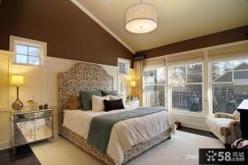 美式风格带阳台的卧室装修效果图