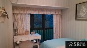 现代风格卧室阳台窗帘装修效果图