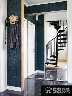 黑色旋转钢木楼梯设计