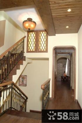 美式田园风格楼梯过道装修效果图片