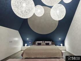 现代风格阁楼卧室