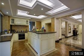 白色欧式别墅厨房设计